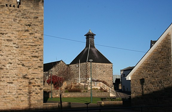 linkwood_distillery_-_geograph-org_-uk_-_1062376-575x373